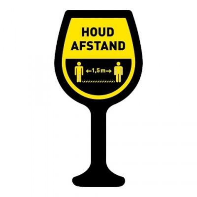 Houd afstand wijnglas + vloerlaminaat (antislip)